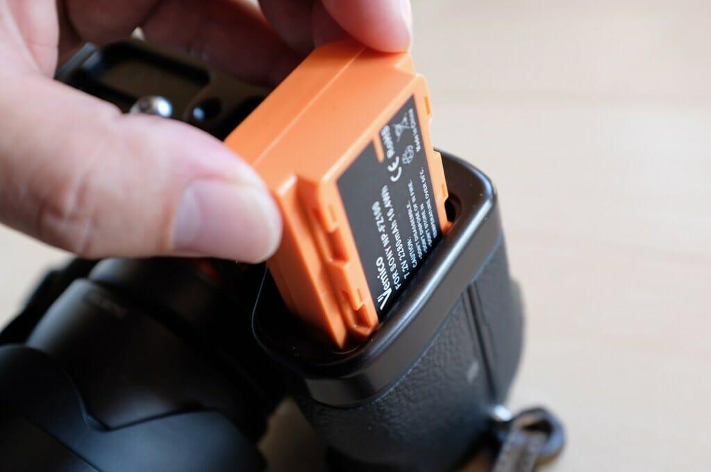 Vemico互換バッテリーがなかなか入らない