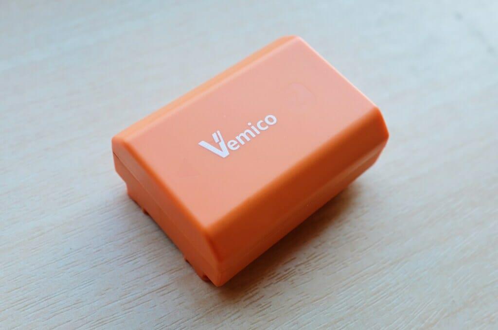 オレンジ色が特徴的なVemico互換バッテリー
